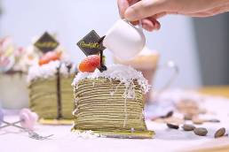 Chocolate Green Tea Crepe Cake by Cook's Step