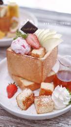 Strawberry Honey Toast with Ice Cream